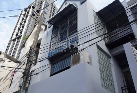 Home office for rent close to Phra Khanong BTS Station