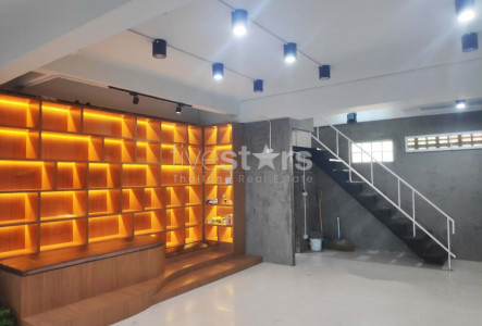 Commercial Building for rent close to Phra Khanong BTS Station