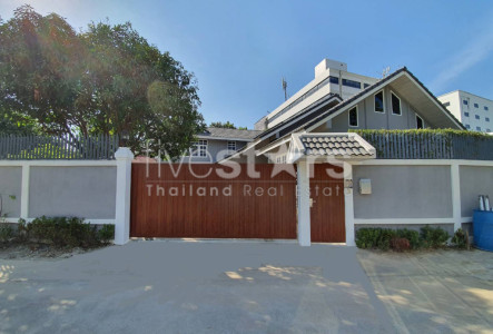 House with private swimming pool for rent in Bangkok