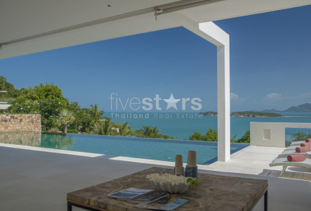 Stunning 4 bedroom villa with amazing sea views