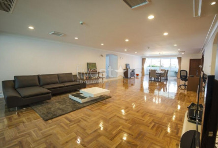3 bedroom spacious condo for rent on Asoke to Phrom Phong