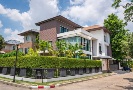 Luxury house in compound for sale on Ramkhamheang 24