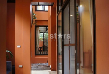 townhome in compound for rent in Bangkok near BTS Phrompong skytrain
