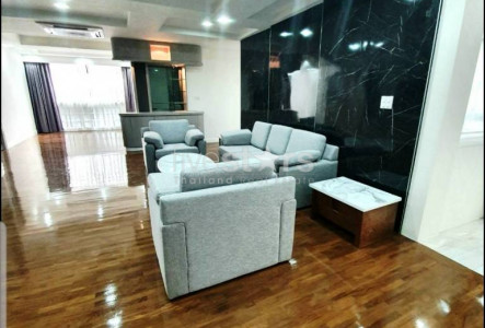 Newly renovated 3 bedrooms for rent in Phromphong