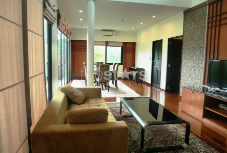 Townhouse in compound 3 bedrooms for rent in Bangkok near BTS Phromphong