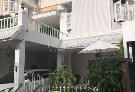 4 bedroom townhome for rent on Thong Lor