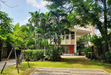 House with private pool for rent in Sukhumvit Promphong Thonglor