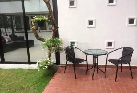 House with garden for rent in Ploenchit area