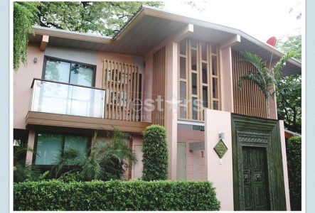 House in compound 4 bedrooms for rent in Sathorn
