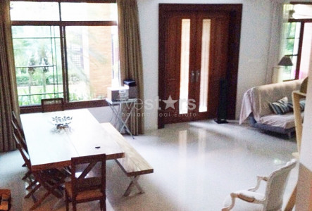 Large and comfortable 4 bedroom house in Pattanakarn area